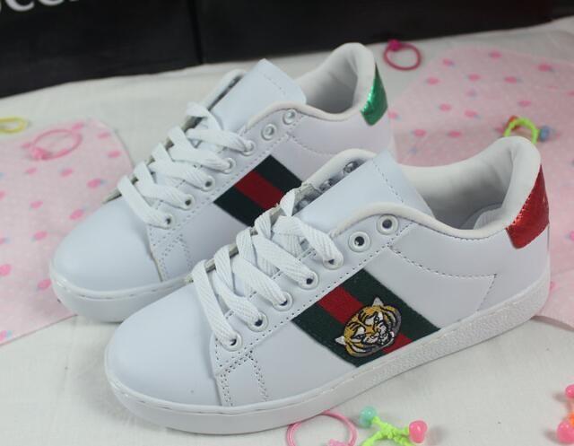 HT2 Sıcak 2020 yeni arı çiçek nakış beyaz ayakkabılar kadınlar nefes vahşi spor gündelik düz ayakkabılar çift ayakkabı