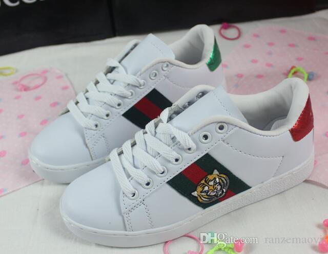 HT2 caliente 2020 nueva abeja bordado de la flor zapatos blancos mujeres transpirable deportes salvajes casuales zapatos planos par de zapatos