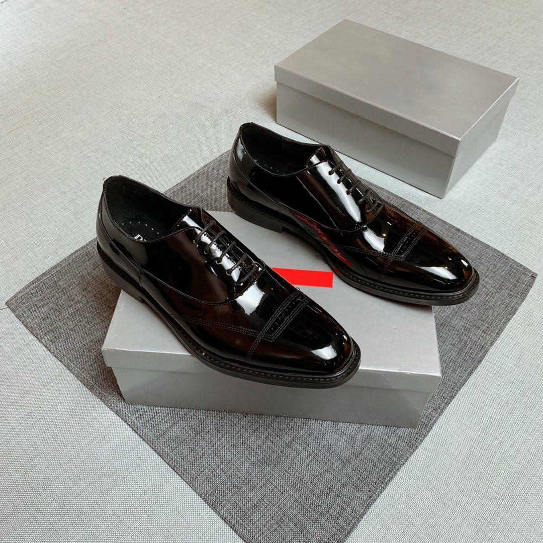 2020 Nouveau Chaussures Hommes Robe de luxe en acajou Lattice Casual en cuir Mocassins hommes à lacets Oxford Chaussures Avec boîte Pointu