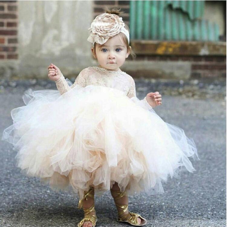 Ucuz 2020 Güzel Çiçek Kız 'Elbiseler Fildişi Bebek Bebek Yürüyor Vaftiz Elbise Uzun Kollu Dantel Tutu Abiye Doğum Günü Partisi Elbise