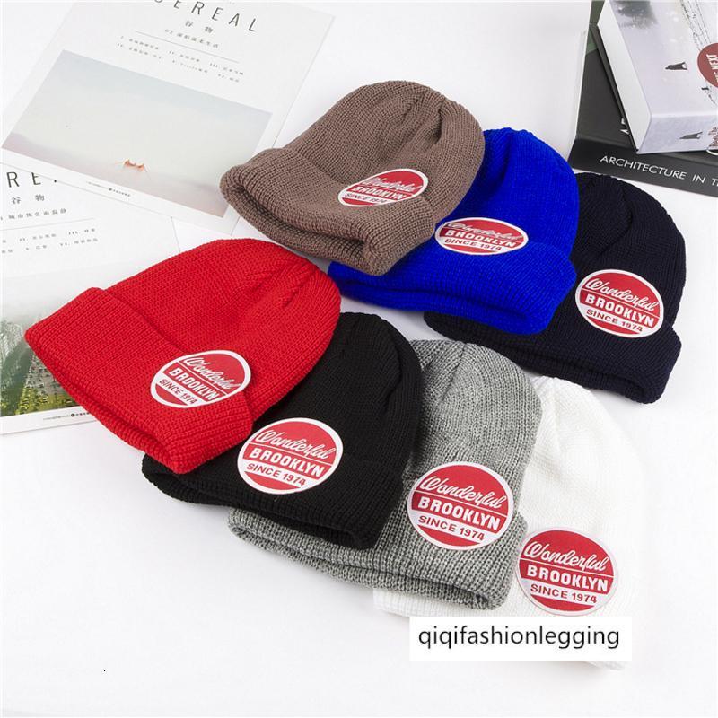 Monochrome grand mâle chapeau tricoté chapeau de laine ronde lettre rouge et couple de femmes marée chapeau Baotou à froid