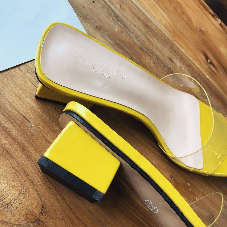 Hot Sale-es New Koreanstyle Toeset transparente Kristallschuhe der Frauen Mediumheeled Roughheeled Sandalen