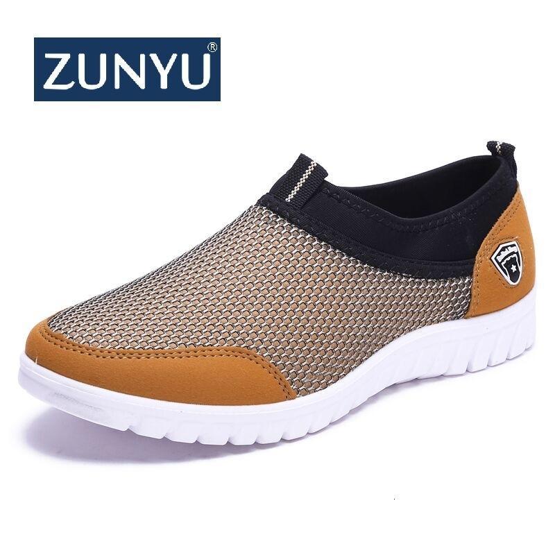 Calzado casual Zunyu 2019 de verano de malla zapatillas de deporte de hombres Zapatos de los hombres respirables de los zapatos sin cordones de los holgazanes hombre caminando informal 38-48 CJ191205