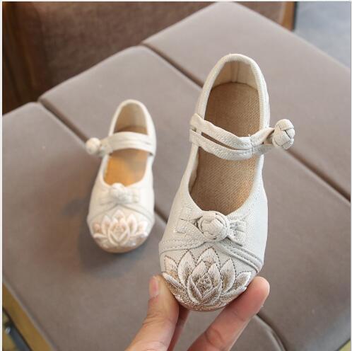 2020 novo best-seller de sapatos bordados para meninas em Hanfu com fivela de boi tendão e retro estilo étnico bordado velha Pequim crianças s
