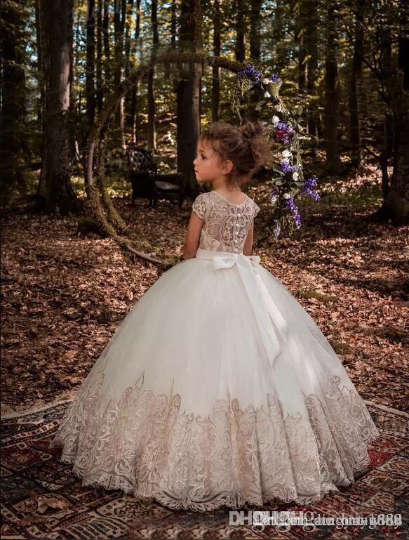 Blumenmädchen Kleider Geburtstag Look Off Schulter Applique Ballkleid Mädchen Festzug Kleid nach Maß