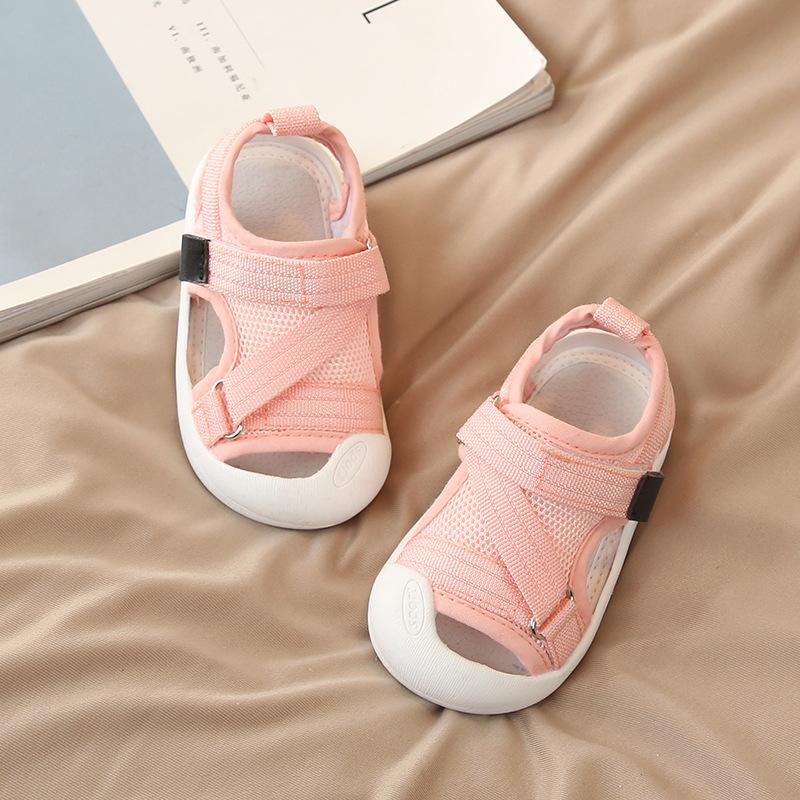 2020 zapatos infantiles de verano bebés de los muchachos de los zapatos ocasionales antideslizante y transpirable de alta calidad de los niños anticolisión Beach
