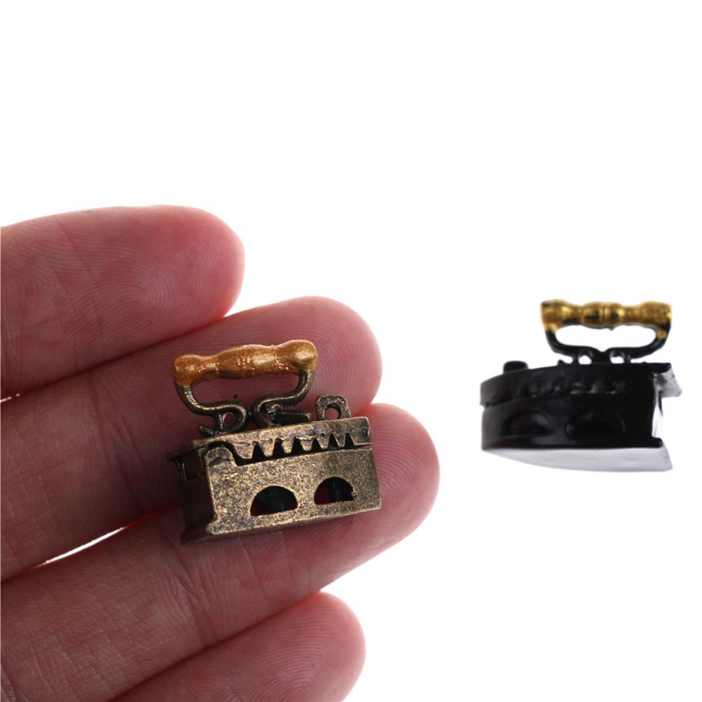 Una y doce miniatura lindo mini Dollhouse del adorno de una plancha de ropa Herramienta 20 * 12 * 20mm Muebles Juguetes 1/12 Casa de muñecas Accesorios