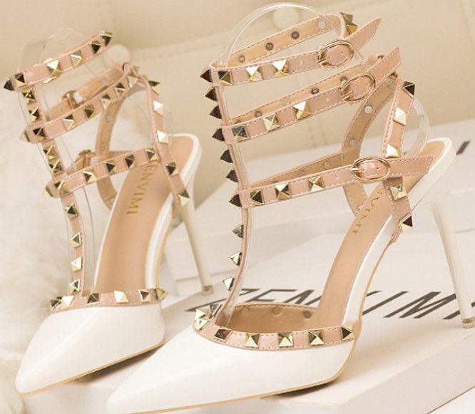 2020 nuova signora Fashion 10 centimetri tacchi a spillo in pelle verniciata Metal Studs cavità di modo romano di goccia dei sandali di trasporto /