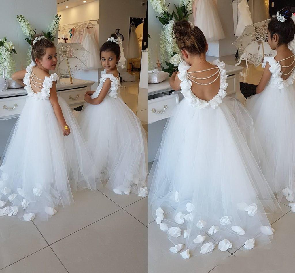 2020 Flor Meninas Vestidos para casamentos colher Ruffles Lace Tulle Pérolas Backless Princesa Crianças Partido vestidos de casamento de aniversário