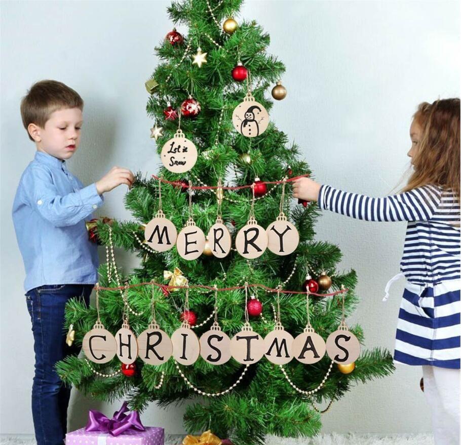 2020DIY pingente Designer Madeira Ornamento rodelas de madeira Pieces com buracos Hanging decorações do feriado redonda de madeira Discos pré-perfurados Natural