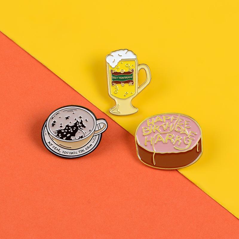 Desenhos animados do divertimento do bolo de aniversário Beer Café esmalte broche de pino personalizado liga o emblema Denim Vestuário Sacos, Bolsas Acessórios bonito do punk jóias presente
