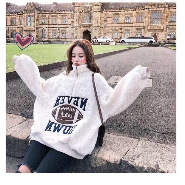 celebridad Web capucha mismo estilo con el pelo y la lana de cordero y suéter espesado para las mujeres nuevo otoño e invierno versión coreana carta suelta