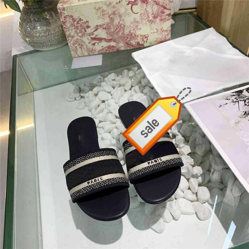 hot brand Dazzle Flowers Women Designer Slippers Flat Bottom Embroidery Sandal Floral Brocade Striped Beach Causal Sandals