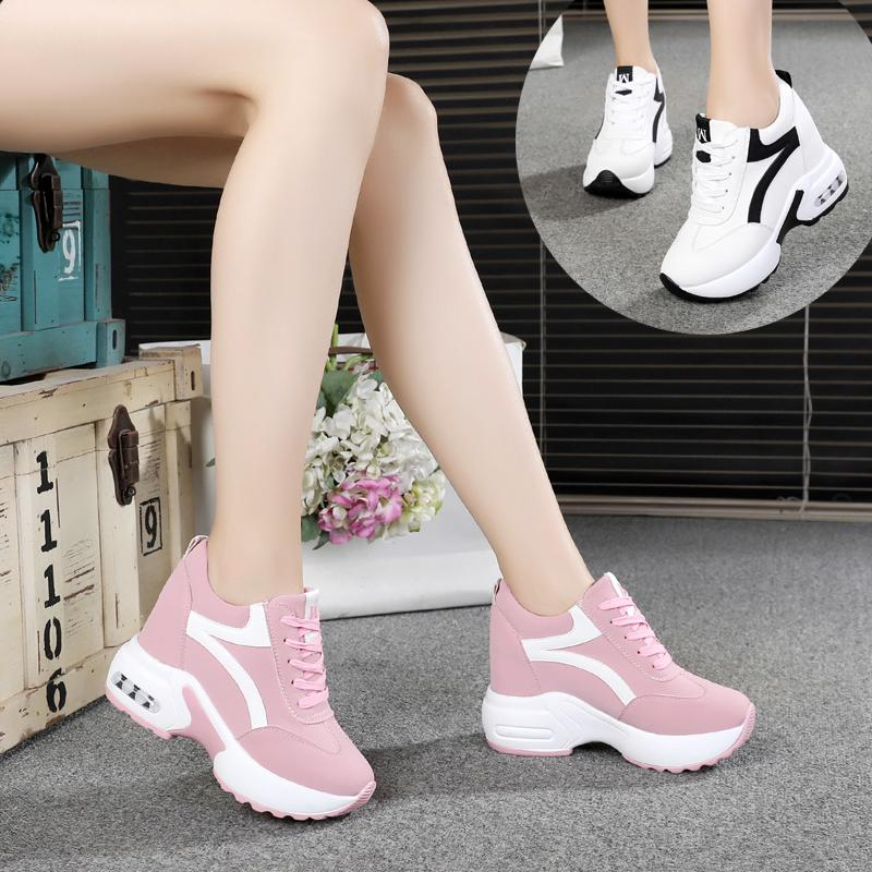 Hot Sale-Feder-Mädchen schnüren sich oben Höhe vulkanisierte Schuhe Frau hohe Absätze zwängt versteckte Ferse Plattform beiläufige Turnschuhschuhe zu erhöhen