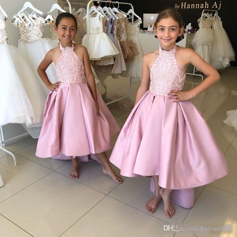 2020 새로운 사랑스러운 공주 꽃 소녀 드레스 고삐 목 새틴 레이스 아플리케 민소매 높은 낮은 저렴한 생일 아이 소녀 선발 대회 가운