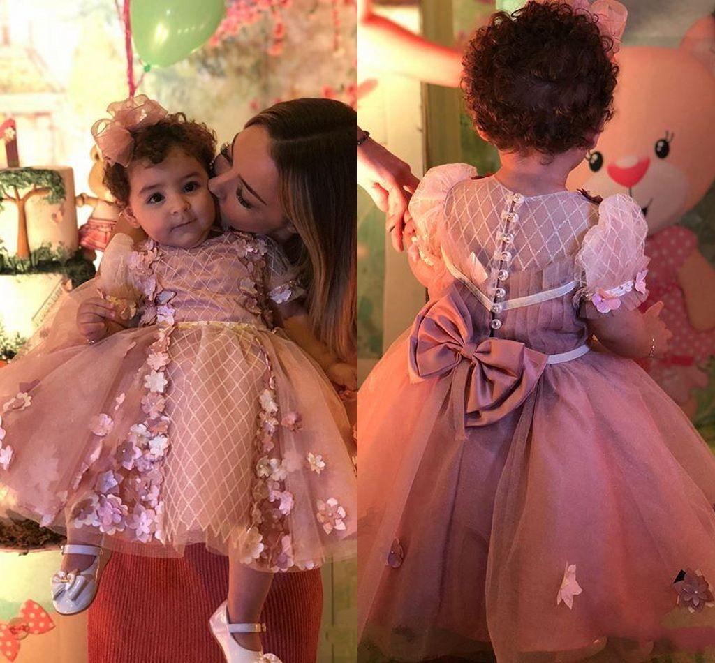 Lovely A Line Blumenmädchenkleider mit Blumenapplikationen Perlen Kurzarm Erstkommunion Kleid Cute Girls Pageant Kleider