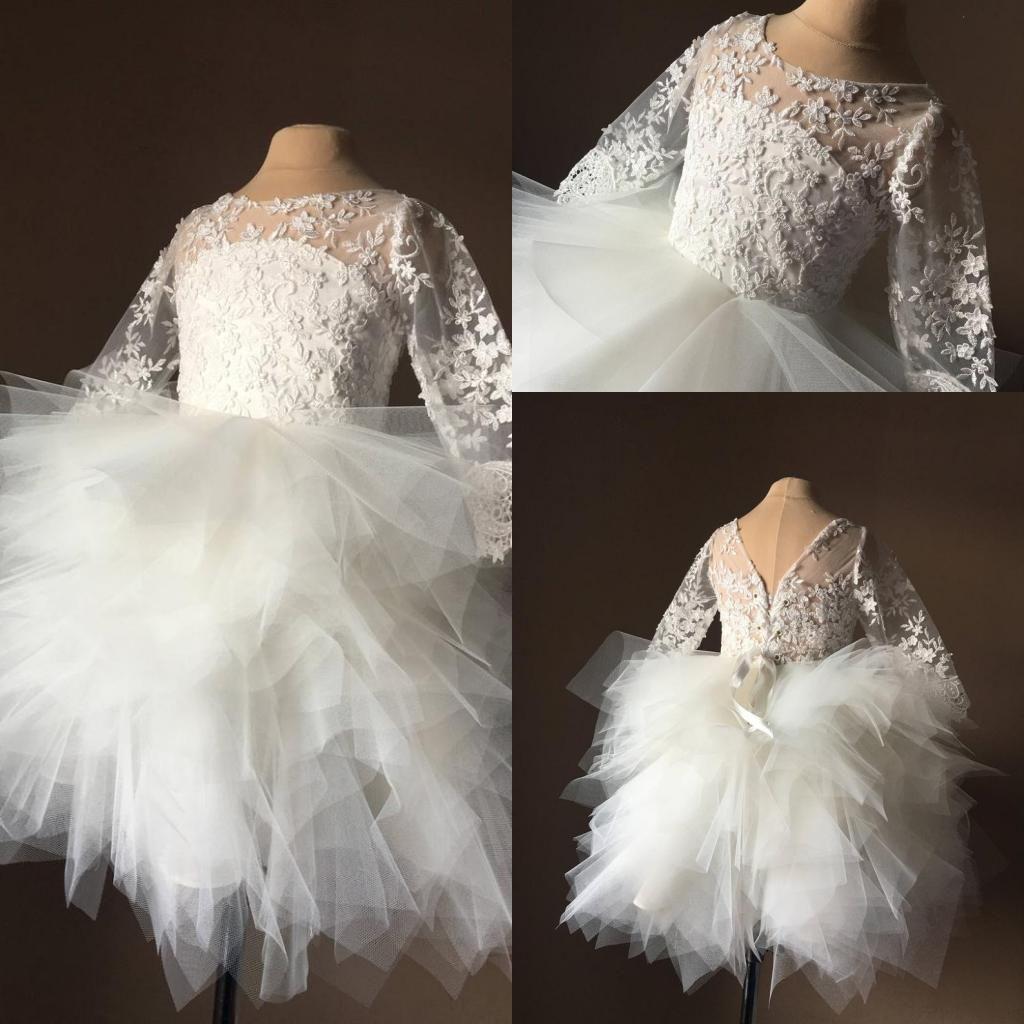 2020 White Lace Applique Long Sleeves Blumenmädchenkleider Rundhalsausschnitt Sheer Ballkleid Stufenröcke Mädchen Pagent Infact Kleider