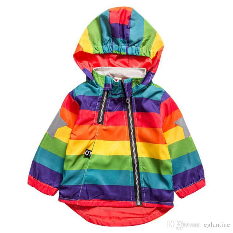 Neue Jungen-Mädchen-Jacke Rainbow Color Striped Hooded Zipper-Mäntel für Kinder Kinder Kinderwindjacke Oberbekleidung Unisex Coat
