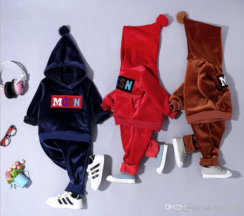 Baby 19 New Spring and Autumn 0-4 Year Old Baby Suit Asciugamano ricamato Lettera Cappello e tuta sportiva Completo Nuovi modelli più venduti TAGLIA 80-