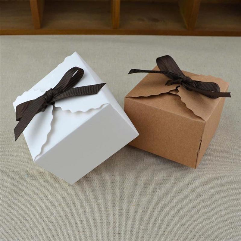 50pcs Vintage Retro White/Kraft Mini Kraft Paper Box DIY Wedding Favor Gift Box Small Single Cake Box Packaging With Ribbon SH190920