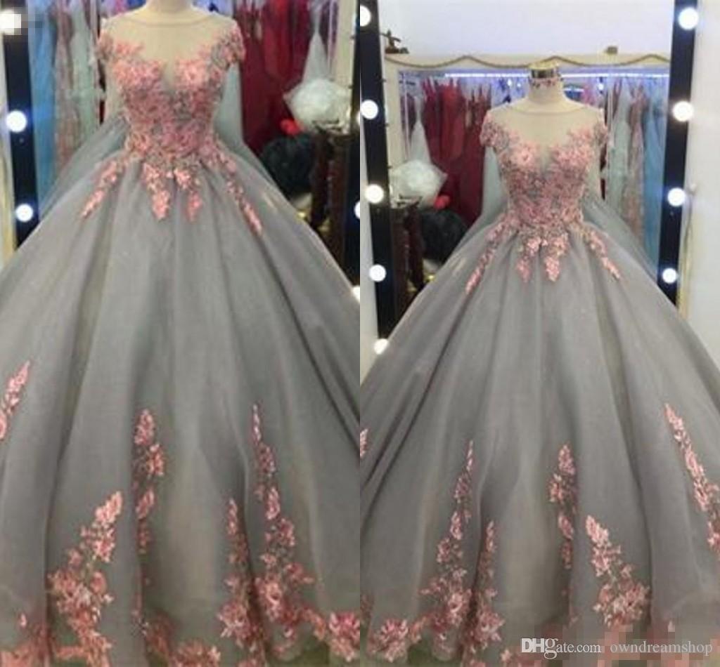 Dusty bleu Quinceanera 2019 floral rose dentelle Applique bal en tulle Robes de bal Robe de cérémonie hiérarchisé Jupes robe de bal