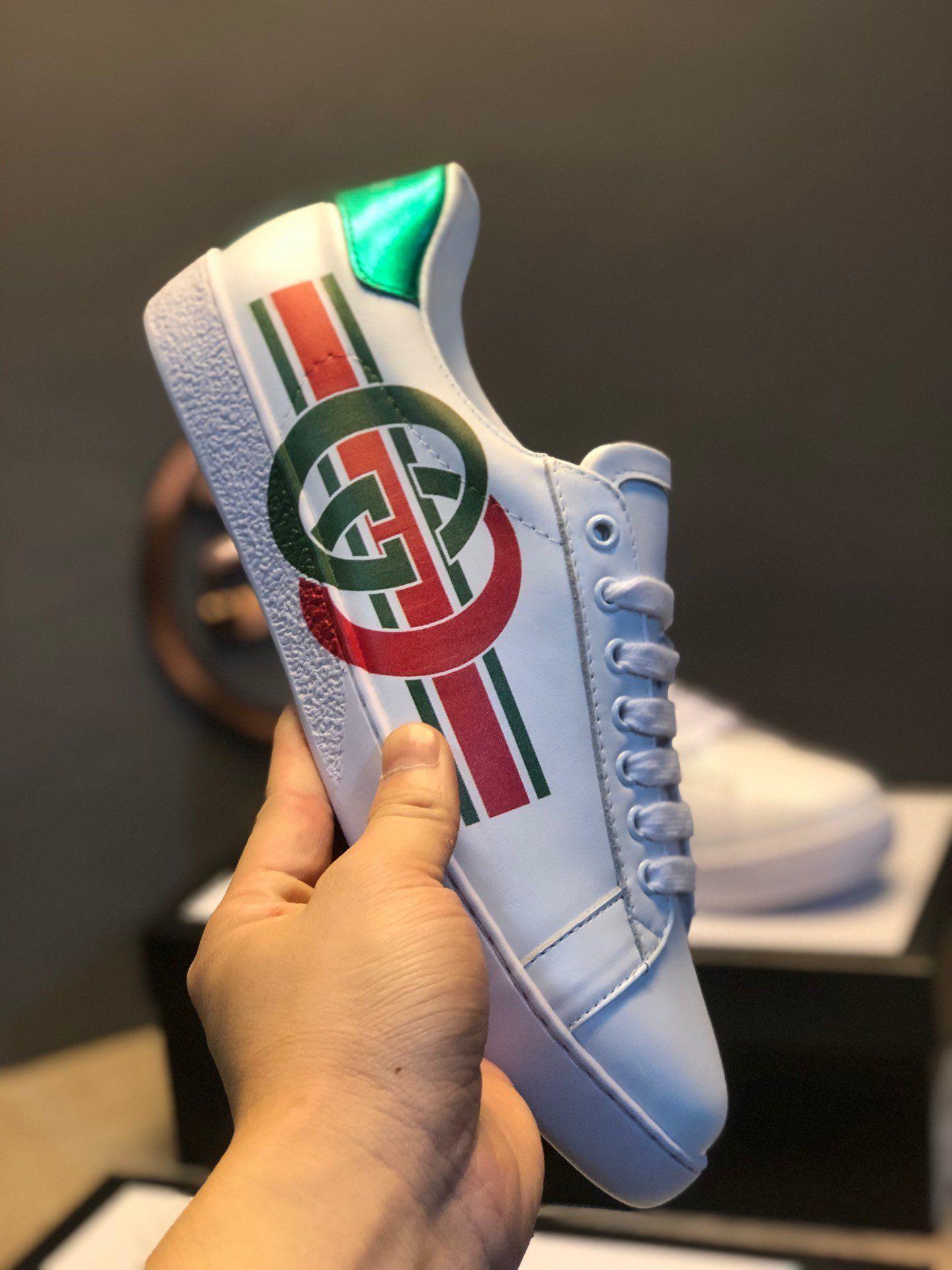 2020 scarpe da uomo firmate superfície de couro branco impresso lettering luxo projeto marcas de 3 listras sapatos casuais plate-forme