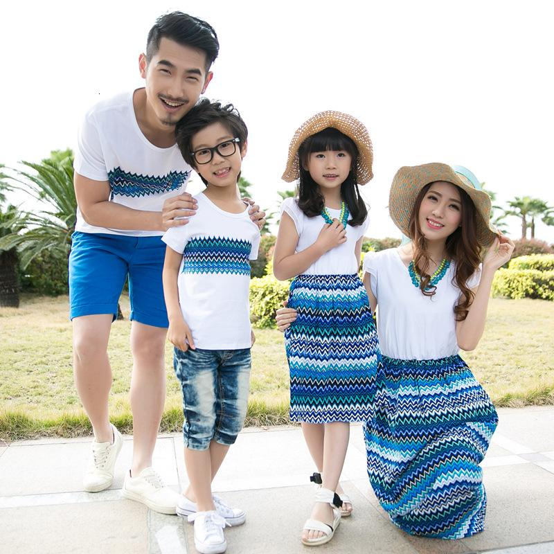 Family Matching Outfits Summer Mom Daughter Bohemia Blue Vacation Beach Long Dress Father and Son T-shirts Family Clothing SetsMX190919