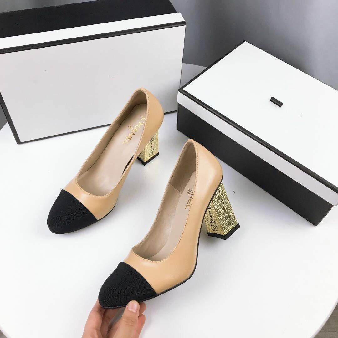 2020 HOT Femmes Femmes Chaussures Femme Rouge Bas Hauts talons sexy bout pointu pompes viennent avec des sacs de poussière Chaussures de mariage 033007