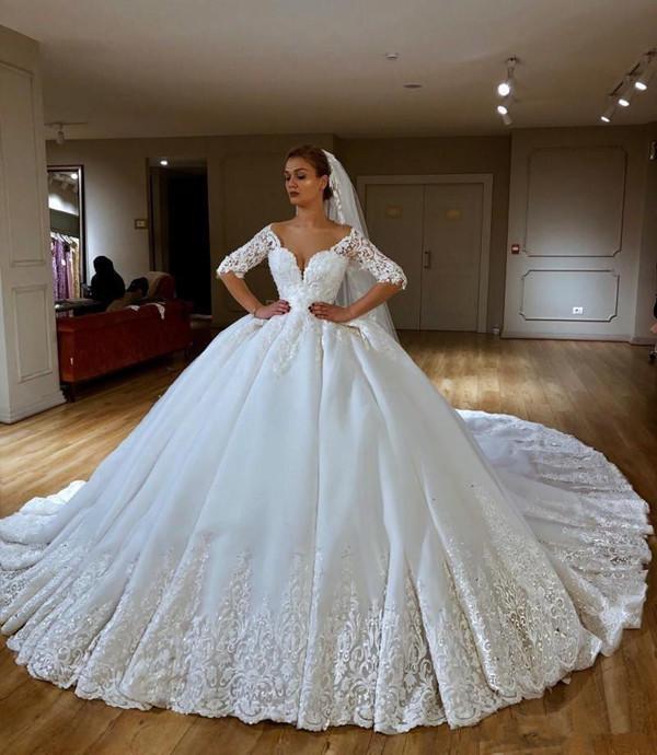 Vestidos de casamento Bola de luxo Vestido Vintage Lace Applique frisada Capela Trem princesa do vestido de casamento País vestidos de noiva abiti da sposa