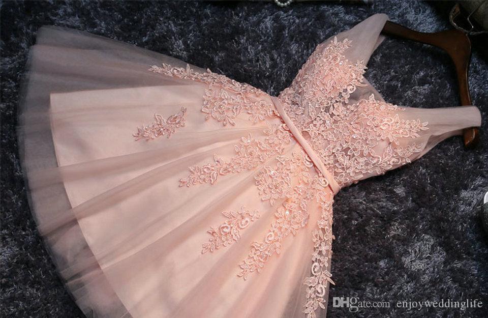 Pearl Coral Prom Dresses 2020 Sexy Prom Dress Breve scollo a V Collo Appliques perline Lace Up Gomita di laurea Gommata Abiti da festa
