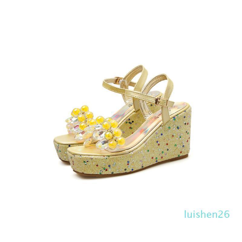 2020 Женская мода Сандалии Цветочный декор Open Toe клинья Высокие каблуки лодыжки пряжкой ремень летние платья дамы сандалии желтый / серебряный 26l