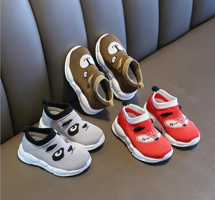 2020 Frühjahr und Sommer Schuhe neuen Kinder fliegen Babykarikatur atmungsaktive Sportschuhe weiche untere Freizeitschuhe gewebtes Netz