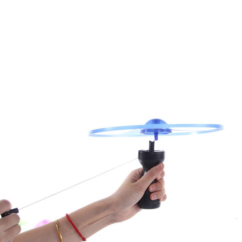 Fun 2020 1pc hot sale outdoor sports pull line saucer toys LED lighting UFO parent-child interaction Creative 7 color spin-off