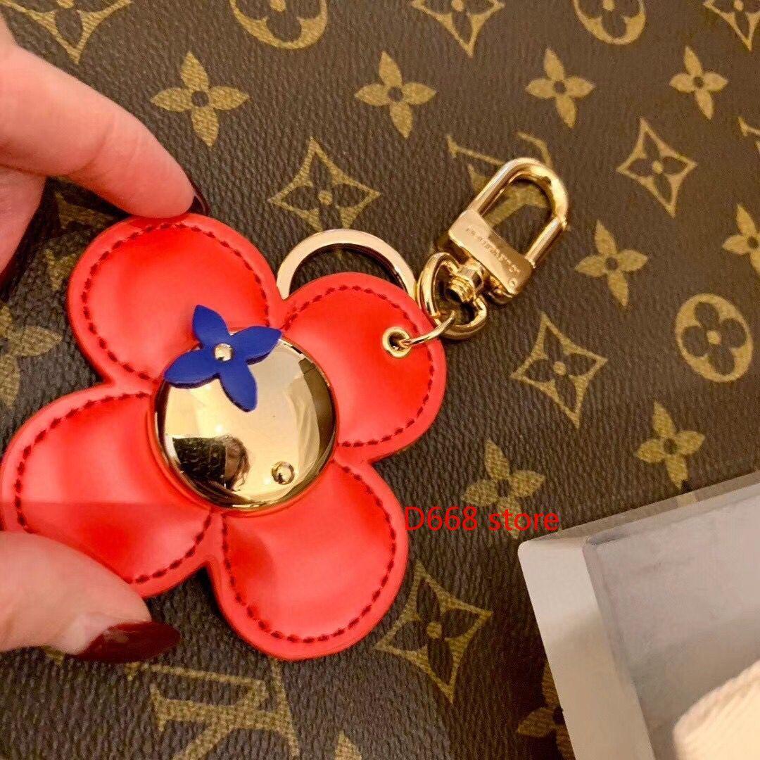 Yüksek kaliteli altın metal moda araba anahtarlık çanta aksesuar markası yaratıcı lüks anahtarlık hediye kutusu ile kırmızı deri anahtarlık