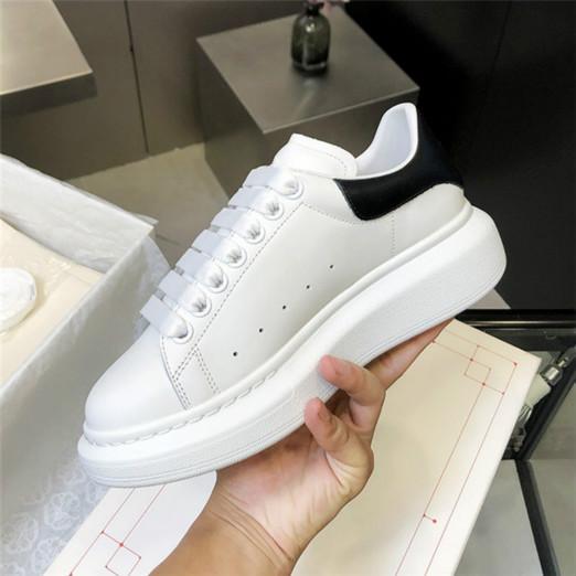 Nouveau style Chaussures de design de luxe Femmes Hommes Baskets Chaussures plateforme en cuir plat Party Casual mariage Chaussures Sneakers Loveres [avec la boîte
