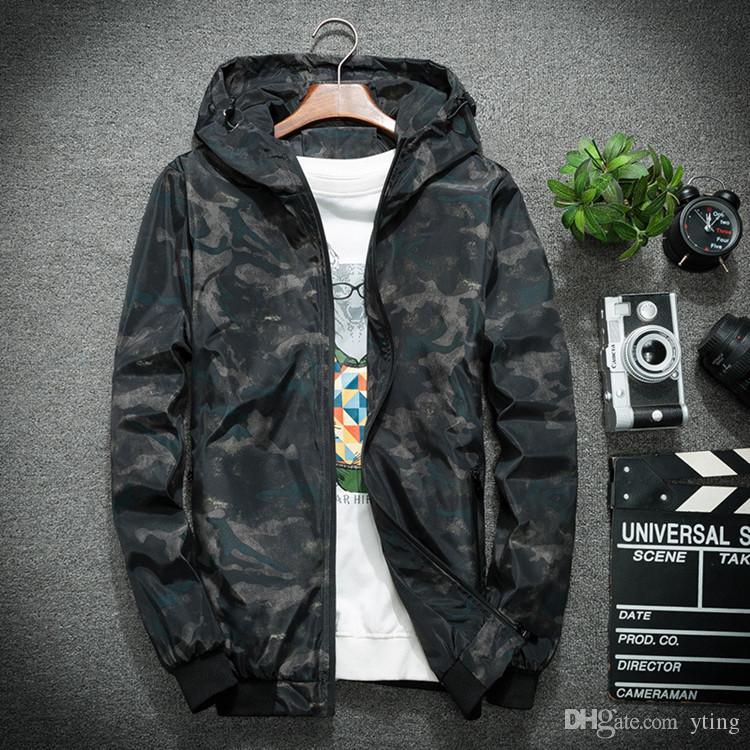 La primavera e l'autunno degli uomini marea della giacca casuale incappucciati della gioventù del camuffamento della nuova giacca della molla liberano il trasporto