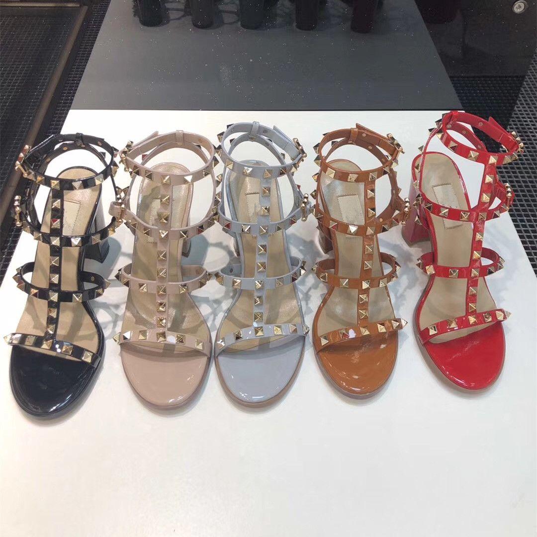 2020 de lujo del diseñador de moda del perno prisionero de sandalias de cuero genuino talón abierto Bombas atractivo de las señoras forman los altos talones de los remaches de zapatos de tacón alto del partido 6.5 / 9.5
