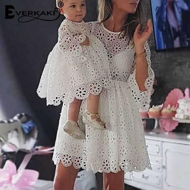 Everkaki الدانتيل الأم وابنتها اللباس الأسرة مطابقة الزي أمي و طفل بوهو فساتين ملابس الإناث 2020 صيف موضة جديدة