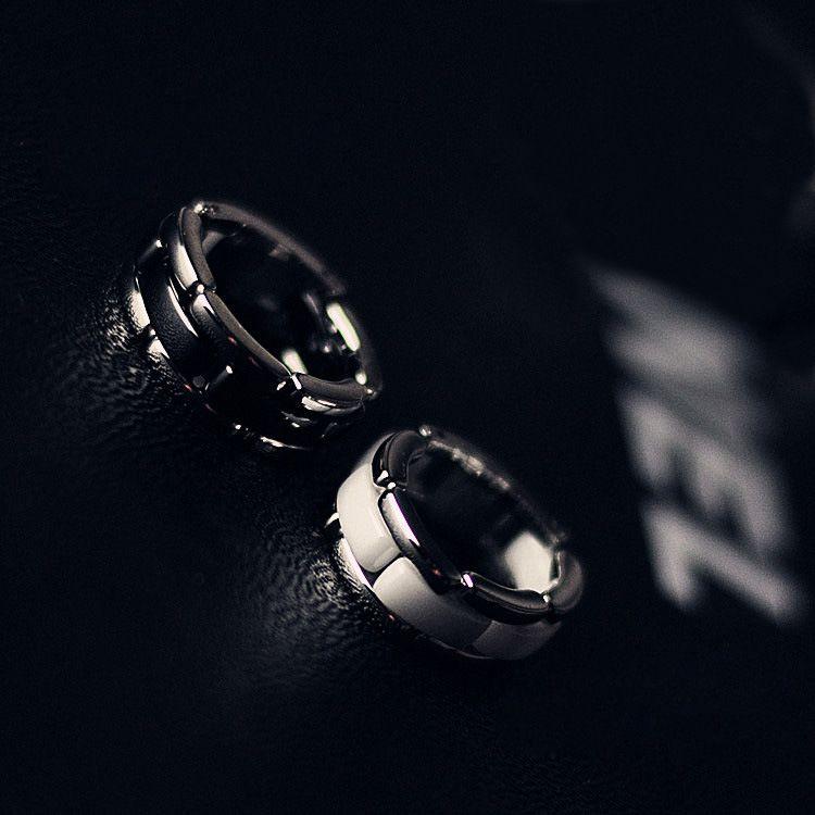 Preto / branco C Letra cerâmica interior anel de amor cor de prata de aço inoxidável das mulheres dos homens jóias casal par anel --- tamanho 6 a 10