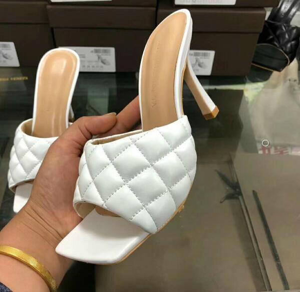 جديد 2020 أحدث الجلود النعال جلد ماتي فحص النساء الأحذية ساحة - الفم، نساء مفتوحة الأصابع كعب مسطح النعال