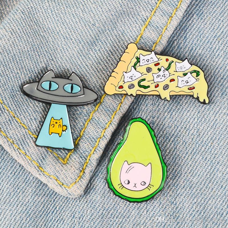 Esmalte Gato engraçado Kawaii Pin Ufo Abacate broche Pizza Fruta Kitty Broches lapela Pins Animal dos desenhos animados Pinbacks Broche