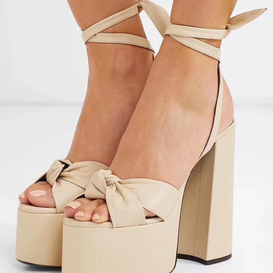 2020 Sommer-Luxus-Designer-Frauen-Kleid-Partei-Hochzeit Schuh-echtes Leder Art und Weise schnüren sich oben Chunky Heel hohe Plattform-Sandale
