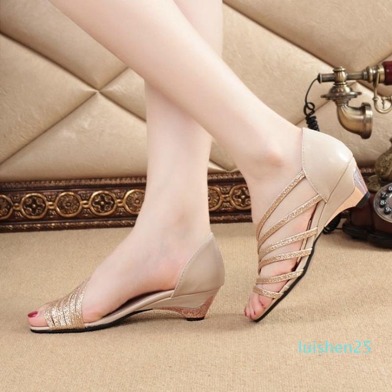 2020 Женщины Сандалии Женщины Насосы обувь мягкой подошвой низком каблуке сандалии Daily Street Пляж Открытый Повседневная обувь L25