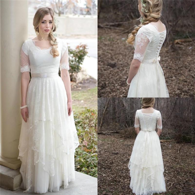 2020 Vintage mezze maniche Una linea vestiti da sposa Scoop Lace Appliques Lace-up Tiered Paese Abiti da sposa con Fascia