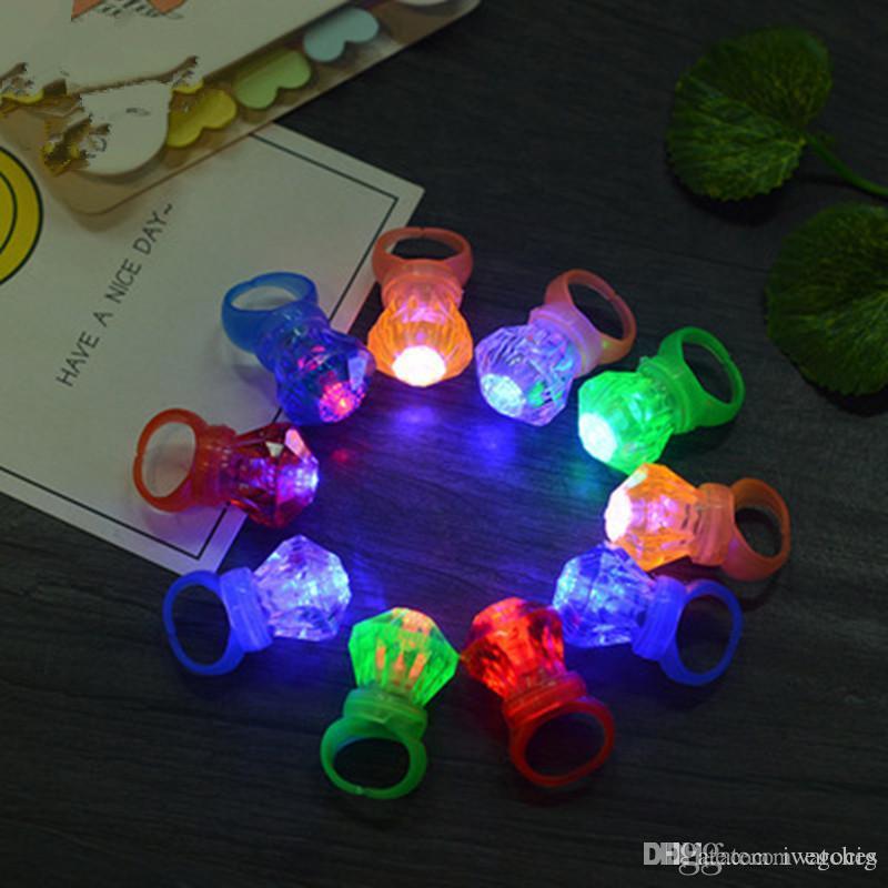 LED ışık Küçük Elmas Yüzük Renkli Yanıp sönen Fingerring Çocuk Çocuk Aydınlık Halka Parmak Işık Glow Oyuncaklar ücretsiz nakliye Sticks LED