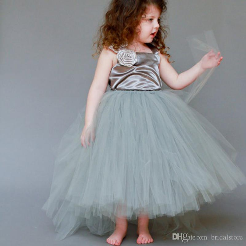 Boho Dusty Green Una linea Flower Girl Abiti per bambino Puffy Tulle bambine pageant abiti Square Neck Comunione Natale 2019