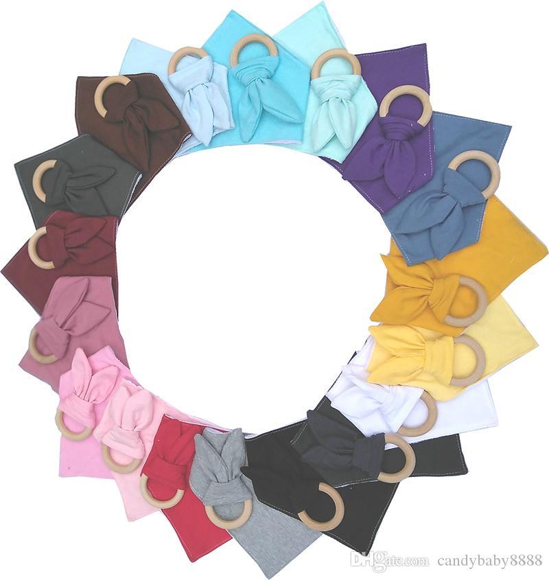 16 colores bebé recién nacido baberos + dientes anulares 2pcs / set infantil del algodón color sólido paños para el eructo orejas de conejo anillo de dentición La dentición Formación de Madera