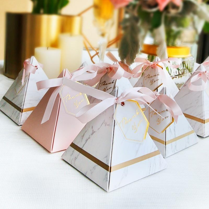 50pcs New Triangular Pyramid Marble Candy Box Wedding Favors and Gifts Boxes Chocolate Box Bomboniera Giveaways Boxes Party Supplies