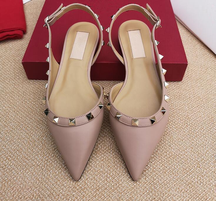 Diseñador de moda casual de la señora atractiva de charol negro con clavos picos apuntan pisos dedo del pie slingback marca zapatos zapatos de boda nuevo
