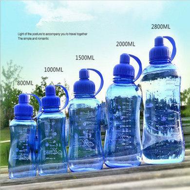 HELLOYOUNG 800ml / 1000ml Yaratıcı Spor Su Şişesi Sızdırmazlık Plastik Büyük Kapasiteli Şişe Açık / Su Sıcak satış Şişe Tırmanma